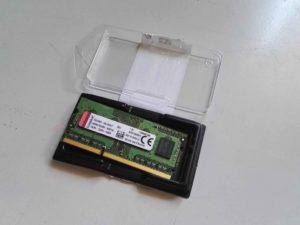 Imagen de un modulo de memoria nuevo recien sacado de su estuche